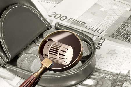 Photo pour Purse, euro money and heating costs - image libre de droit