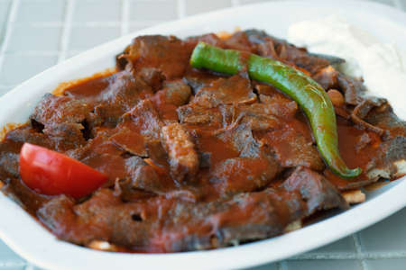 Foto für Traditional turkish iskender kebab on a wooden surface at restaurant. - Lizenzfreies Bild