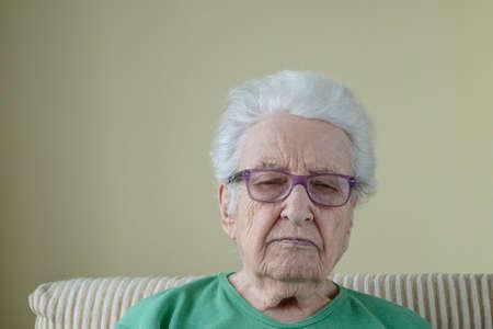 Photo pour A sad old woman wearing eyeglasses - image libre de droit