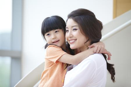 Photo pour Mother And Daughter - image libre de droit