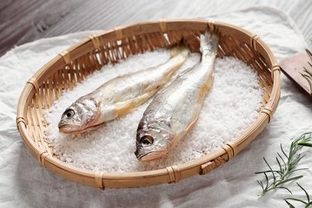 Foto de salted dry fish on wooden basket - Imagen libre de derechos