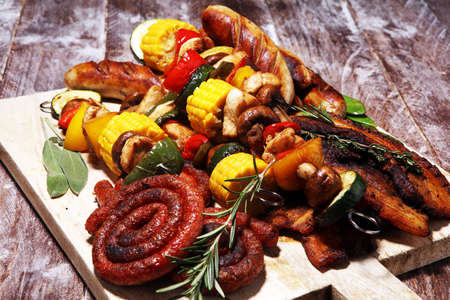 Photo pour Assorted delicious grilled meat and skewer with vegetable and herbs on rustic table - image libre de droit