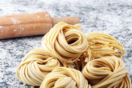 Photo pour Closeup of raw fresh homemade pasta. fresh italian traditional raw pasta - image libre de droit