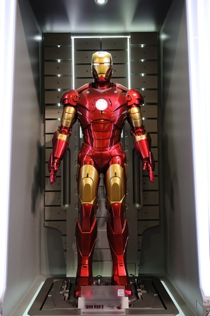 Photo pour Iron Man Mark III statue display in an exhibition at a shopping centre, Hysan Place in Hong Kong - image libre de droit