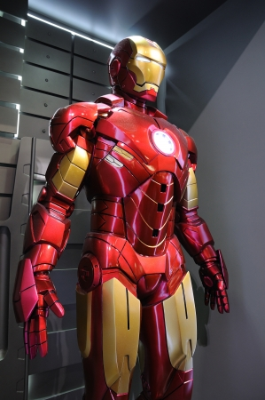 Photo pour Iron Man Mark IV statue display in an exhibition at a shopping centre, Hysan Place in Hong Kong - image libre de droit