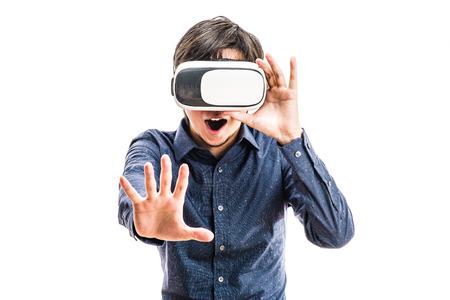 Photo pour Men wearing goggles, virtual reality - image libre de droit