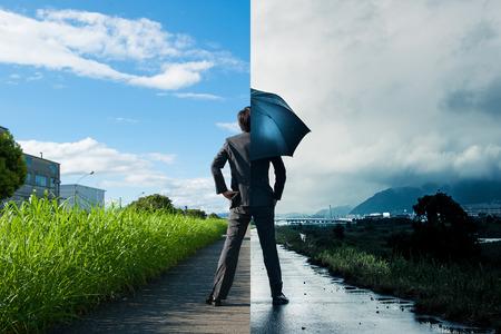 Photo pour Businessman, sunny and rain, the difference - image libre de droit