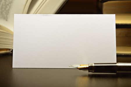 Photo pour Business card and fountain pen against a dark desktop - image libre de droit