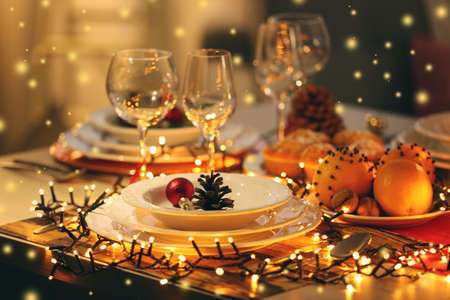 Photo pour Christmas table setting with holiday decorations - image libre de droit