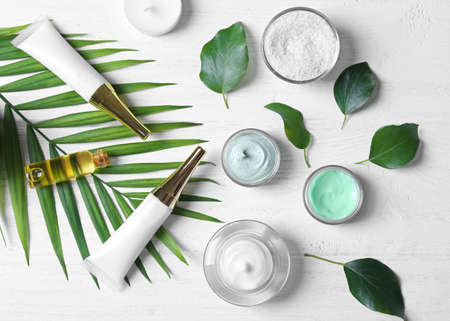 Photo pour Natural cosmetics and leaves on wooden table - image libre de droit