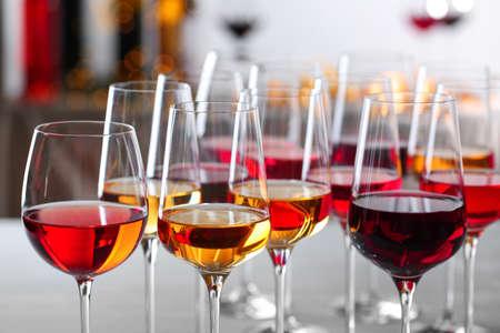 Photo pour Glasses with different wines on blurred background, closeup - image libre de droit