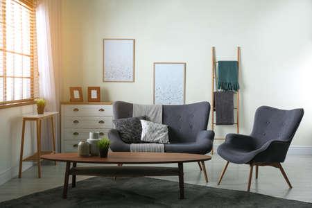 Photo pour Contemporary living room interior with cozy sofa - image libre de droit
