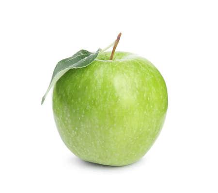 Photo pour Fresh ripe green apple with leaf on white background - image libre de droit