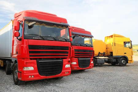 Photo pour Different bright trucks parked outdoors. Modern transport - image libre de droit