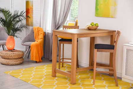 Photo pour Modern dining room interior with wooden table and chairs - image libre de droit
