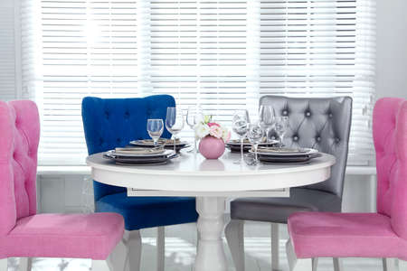 Photo pour Elegant dining room interior with stylish chairs and table - image libre de droit