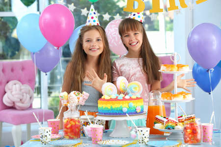 Photo pour Happy children at birthday party in decorated room - image libre de droit