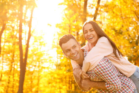 Foto de Happy couple in sunny park. Autumn walk - Imagen libre de derechos