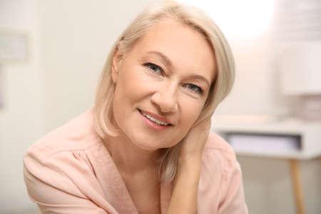 Photo pour Portrait of beautiful mature woman at home - image libre de droit
