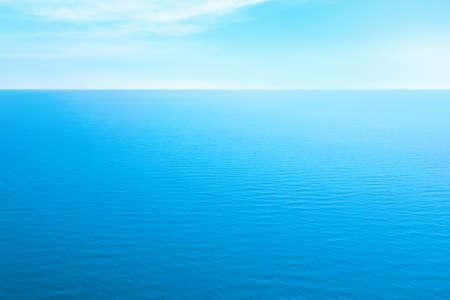 Photo pour Beautiful ripply sea under blue sky with clouds - image libre de droit