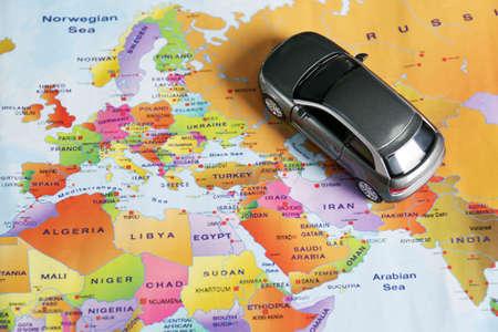 Photo pour Gray toy car on world map. Trip planning - image libre de droit