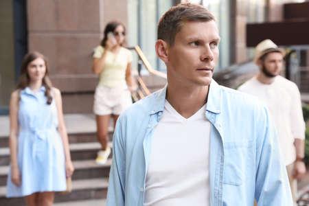 Photo pour Handsome man walking on modern city street - image libre de droit
