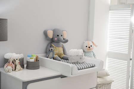 Photo pour Changing tray and pad on chest of drawers in baby room. Interior design - image libre de droit