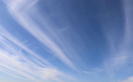 Photo pour Beautiful fluffy white clouds in blue sky - image libre de droit