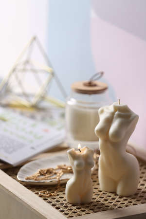 Photo pour Beautiful body shaped candles and jewelry on tray indoors - image libre de droit