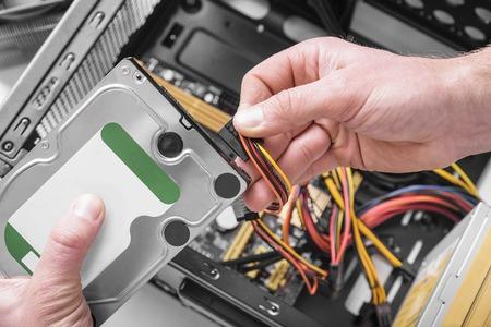 Foto de Connect the hard drive to the computer. - Imagen libre de derechos