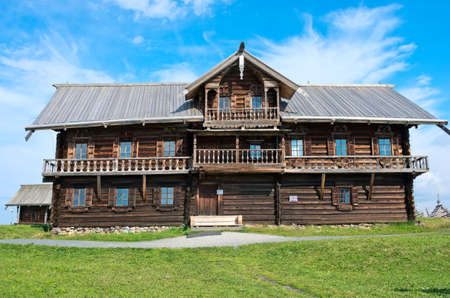 Photo pour Traditional Russian house on the island Kizhi. Karelia, Russia - image libre de droit