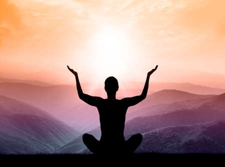 Foto de Yoga and meditation. Silhouette of man on the mountain. - Imagen libre de derechos