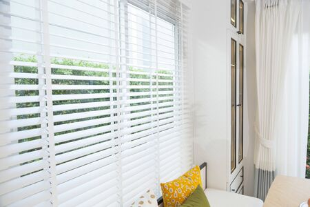 Photo pour Close up view of window with horizontal blinds. White Roller Blinds or Louver curtains at the glass window - image libre de droit