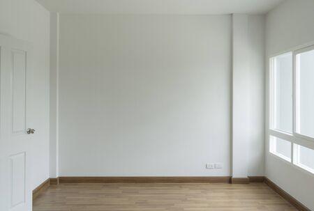 Foto de empty white room no have sofa in front of simple clean white wall - Imagen libre de derechos