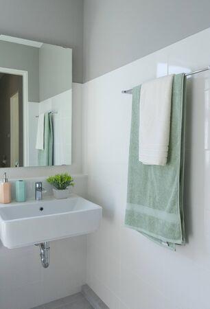 Photo pour Closeup of green towel hanging in modern bathroom - image libre de droit