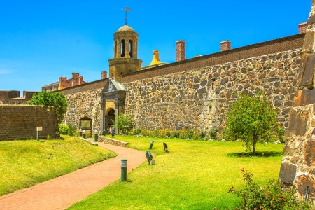 Foto de Cape Town, South Africa - January 11, 2014: green courtyard of Castle of Good Hope of Cape Town legislative capital city of South Africa. - Imagen libre de derechos
