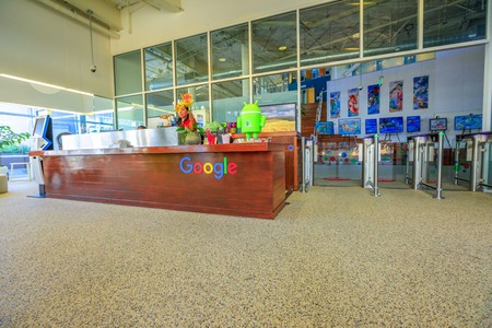 Photo pour Mountain View, California, USA - August 13, 2018: interior of Google campus headquarters. Google technology company leader in internet services, online advertising, search engine, cloud computing. - image libre de droit