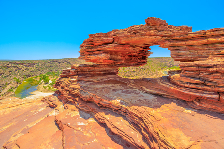 Photo pour Natures Window over Murchison River Gorge in Kalbarri National Park, Western Australia. The red rock sandstone arch is the most iconic natural attractions in WA. - image libre de droit