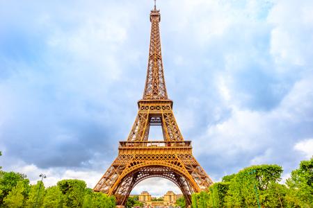 Photo pour Tour Eiffel, symbol and icon of Paris from Champ de Mars garden in Paris, France. Europe travel concept. Cloudy day. - image libre de droit