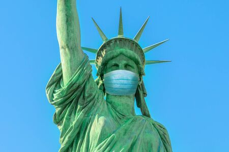 Foto für Close up of Statue of Liberty with surgical mask, symbol of New York City at time of Covid-19 isolated. Unites States and SARS-CoV-2 pandemic. USA Coronavirus Quarantine. - Lizenzfreies Bild