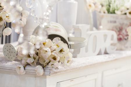 Photo pour decoration table with flowers, valentines day - image libre de droit
