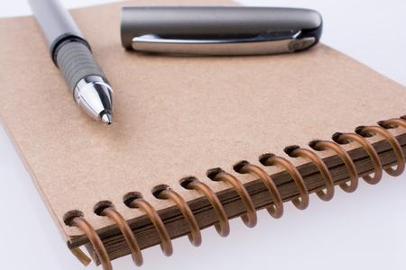 Foto de Pen on a spiral notebook - Imagen libre de derechos