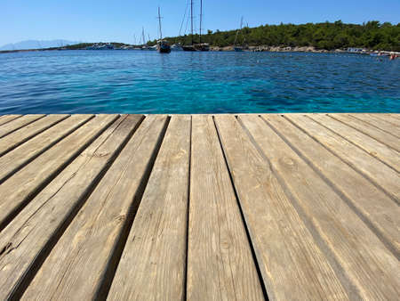 Photo pour close up wooden floor on the sea - image libre de droit