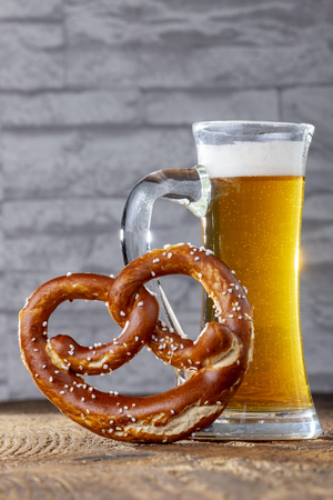 Foto per bavarian beer and pretzel - Immagine Royalty Free