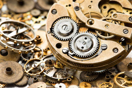 Photo pour Vintage pocket watch clockwork mechanism parts and hand watch macro view. rusty grunge textured metal gears background. Shallow depth of field. - image libre de droit