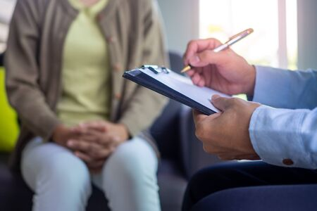 The psychiatrist is recording the patient's mental symptoms. Inquire and give advice, as well as suggestion.