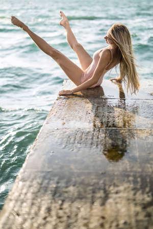 Foto de Ballerina posing on seafront - Imagen libre de derechos