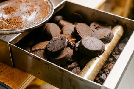 Photo pour Coffee series : Leftover coffee grounds - image libre de droit