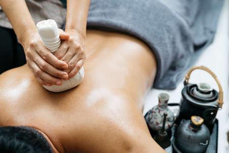 Photo pour Thai massage series : Back and shoulder massage - image libre de droit