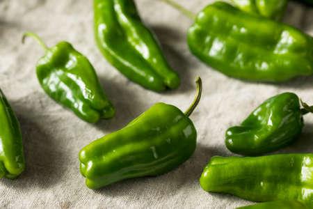 Foto für Raw Green Organic Spicy Gypsy Peppers Ready to Cook - Lizenzfreies Bild
